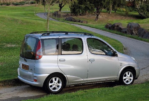 Toyota Yaris Verso (2003)